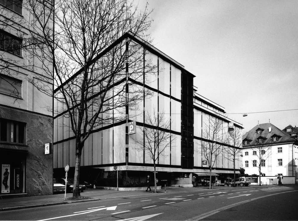 Parkhaus Kesselturm Luzern in einer Aufnahme von 2004 (Foto: Theres Bütler, Luzern)