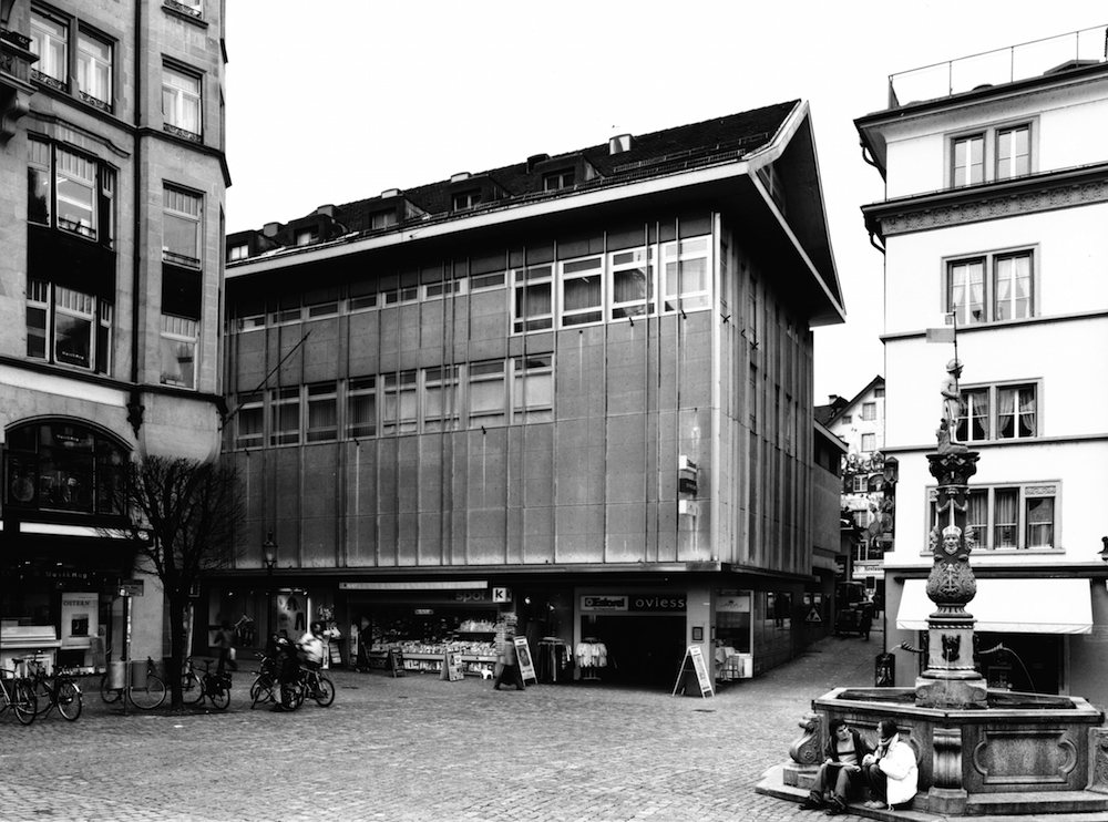 Geschäftshaus am Kapellplatz Luzern in einer Aufnahme von 2004 (Foto: Theres Bütler, Luzern)