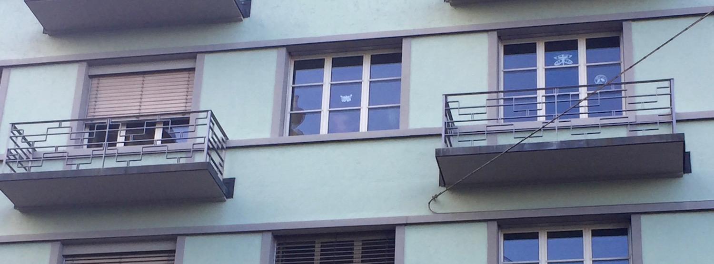 Deutlich zu sehen: Die Balkone haben keine Türen.