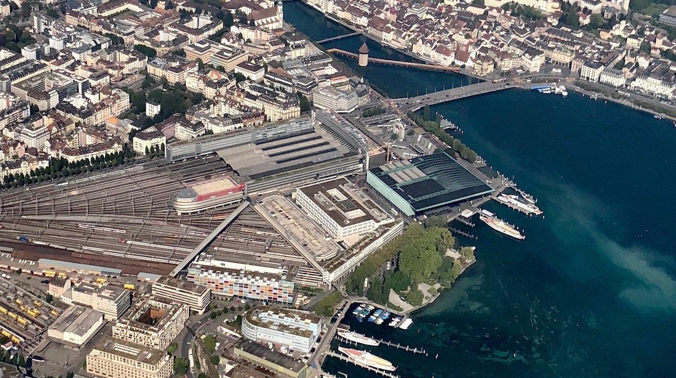 Der Luzerner Bahnhof aus der Luftperspektive. Die Abstellanlagen befinden sich im unteren Teil des Bildes.