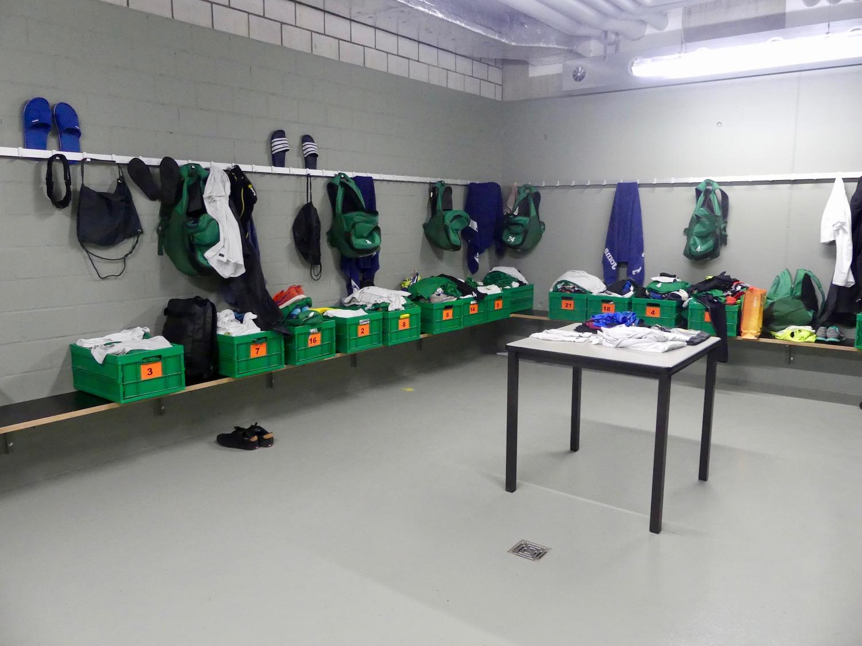 In der Gästekabine lagert momentag noch das Material der ersten Mannschaft.