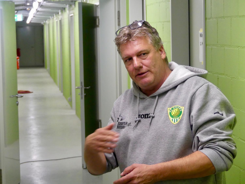 Sportchef Bruno Galliker in den Katakomben des Kleinfelds.