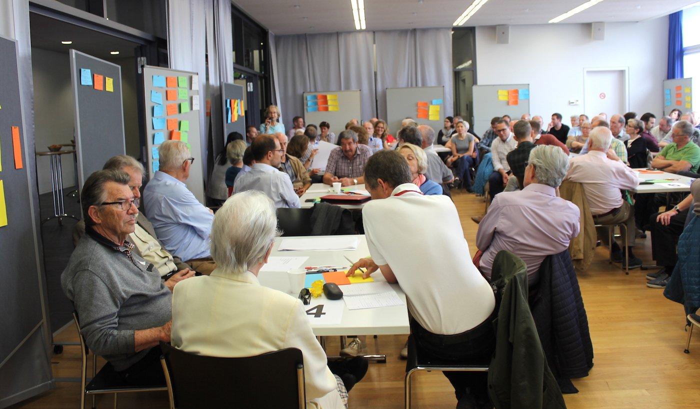 Rund 120 Personen nahmen am Workshop teil und machen sich Gedanken um die Neugestaltung des Zythus-Areals.