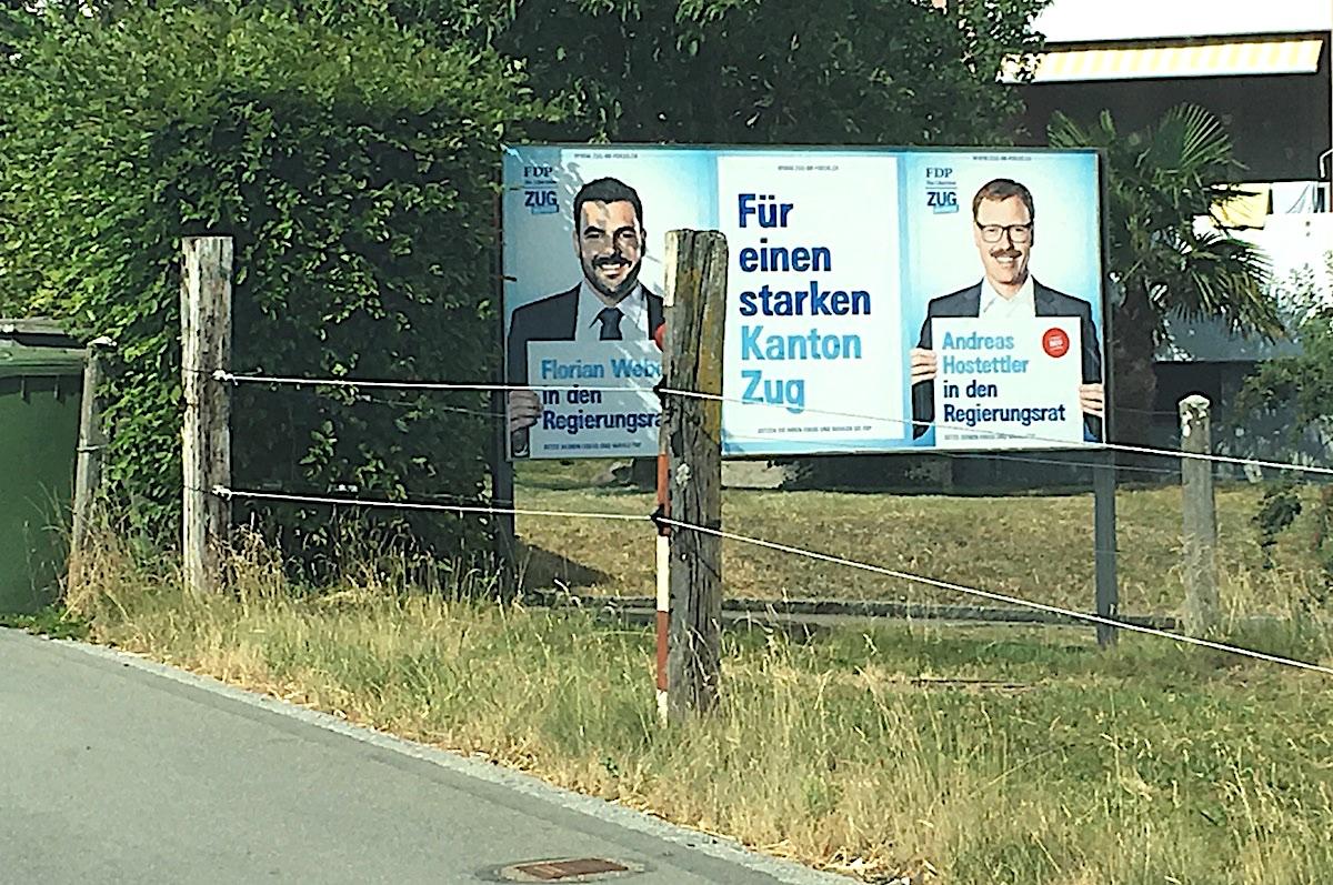 Sommerlich vereint auf dem Plakat: Schon sehr früh haben Florian Weber und Andreas Hostettler von der Zuger FDP mit ihrem Wahlkampf begonnen. Beide wurden nun in den Zuger Regierungsrat gewählt.