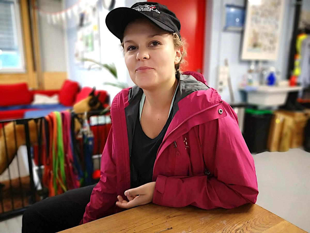 Sara Krähenbühl (22) ist ausgebildete Hundetrainerin. Die ehemalige Kanti-Schülerin spricht fliessend Englisch, weil sie ein halbes Jahr lang in den USA in die High School ging.