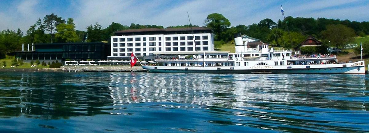 Traumhafte Lage am See: das Campus Hotel Hertenstein wird von Dampfschiffen bedient.