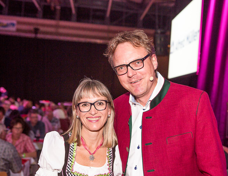 Eliane Müller und Marcel Baier organisieren den Schlagerabend in Baar.