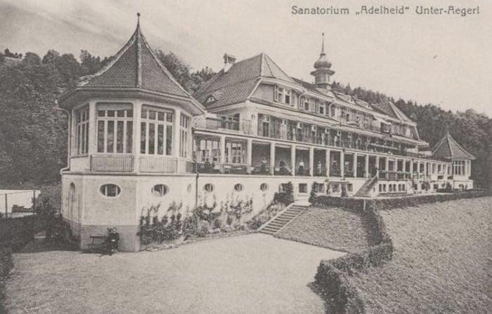 Das Sanatorium Adelheid in Unterägeri. Postkartenaufnahme um 1922.