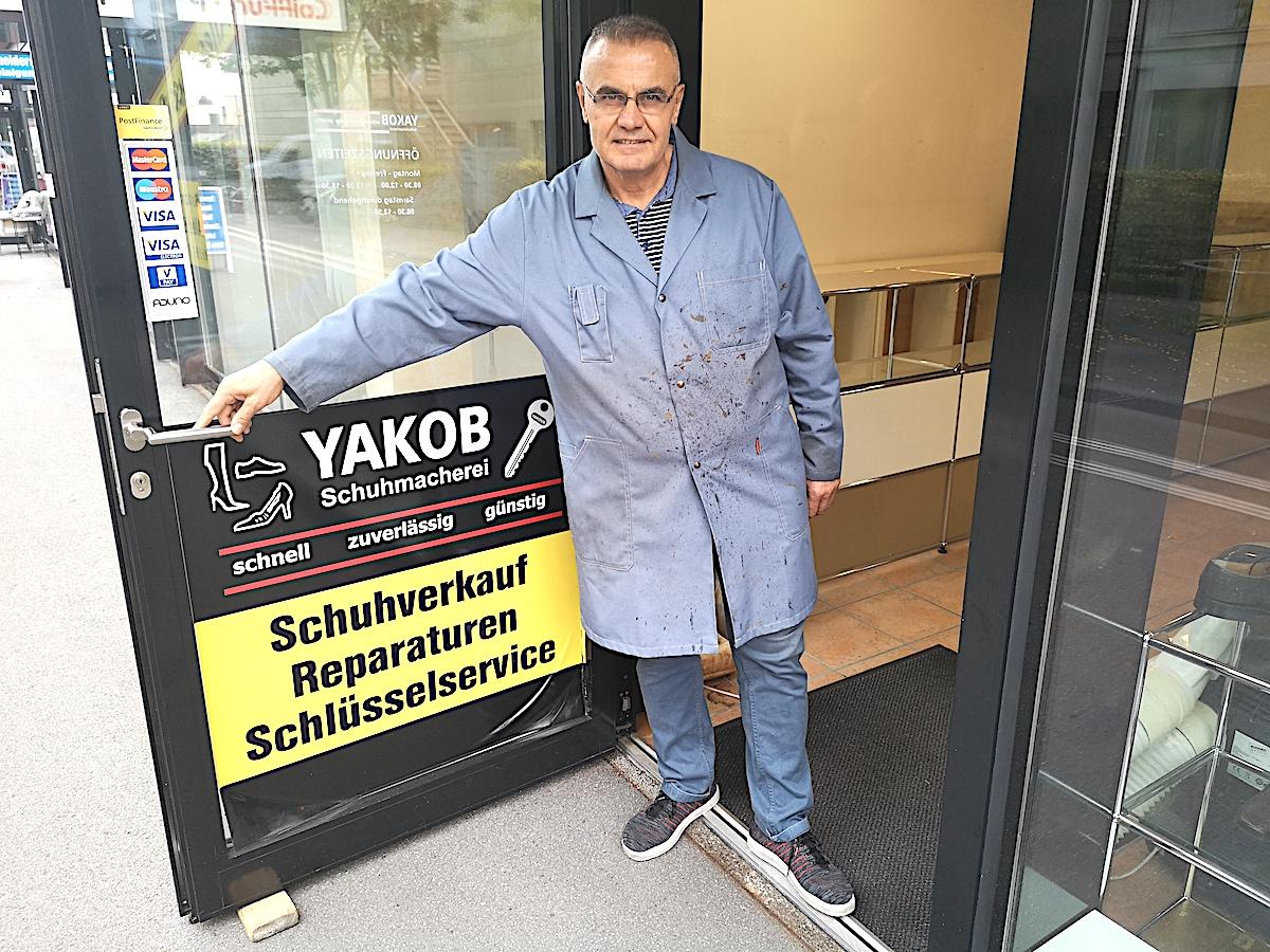 Seine Ladentür ist noch weit geöffnet: Joseph Yakoub muss sein Geschäft mangels Umsatz Ende November dichtmachen.