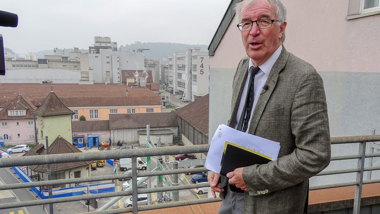 Stiftungsratspräsident Urs Rudolf schaut mit Genugtuung auf die Baustelle beim Tramhüsli.