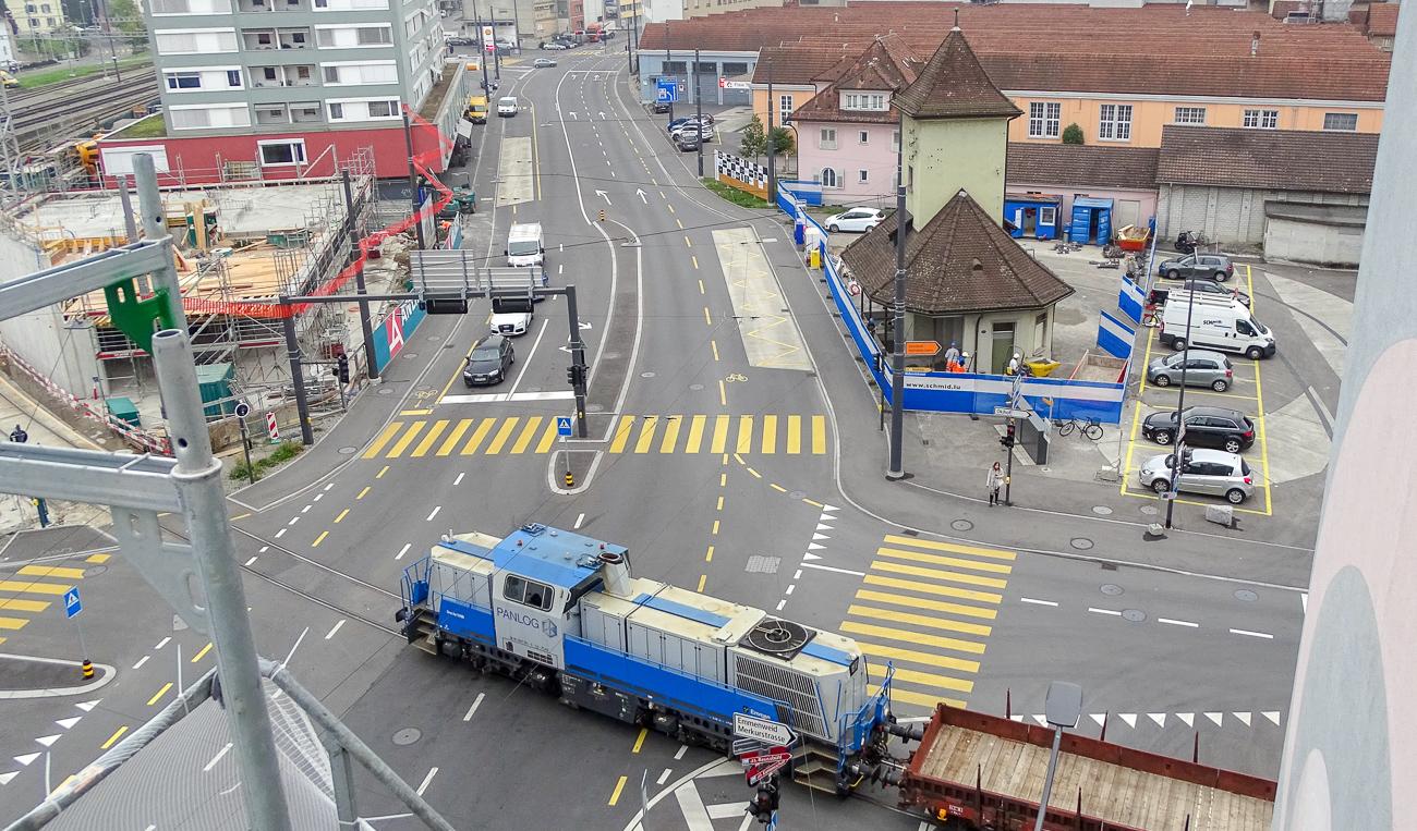 Das alte Tramhüsli wurde zur Rettung verschoben und steht zwischen Gerliswilstrasse und der Viscosistadt.
