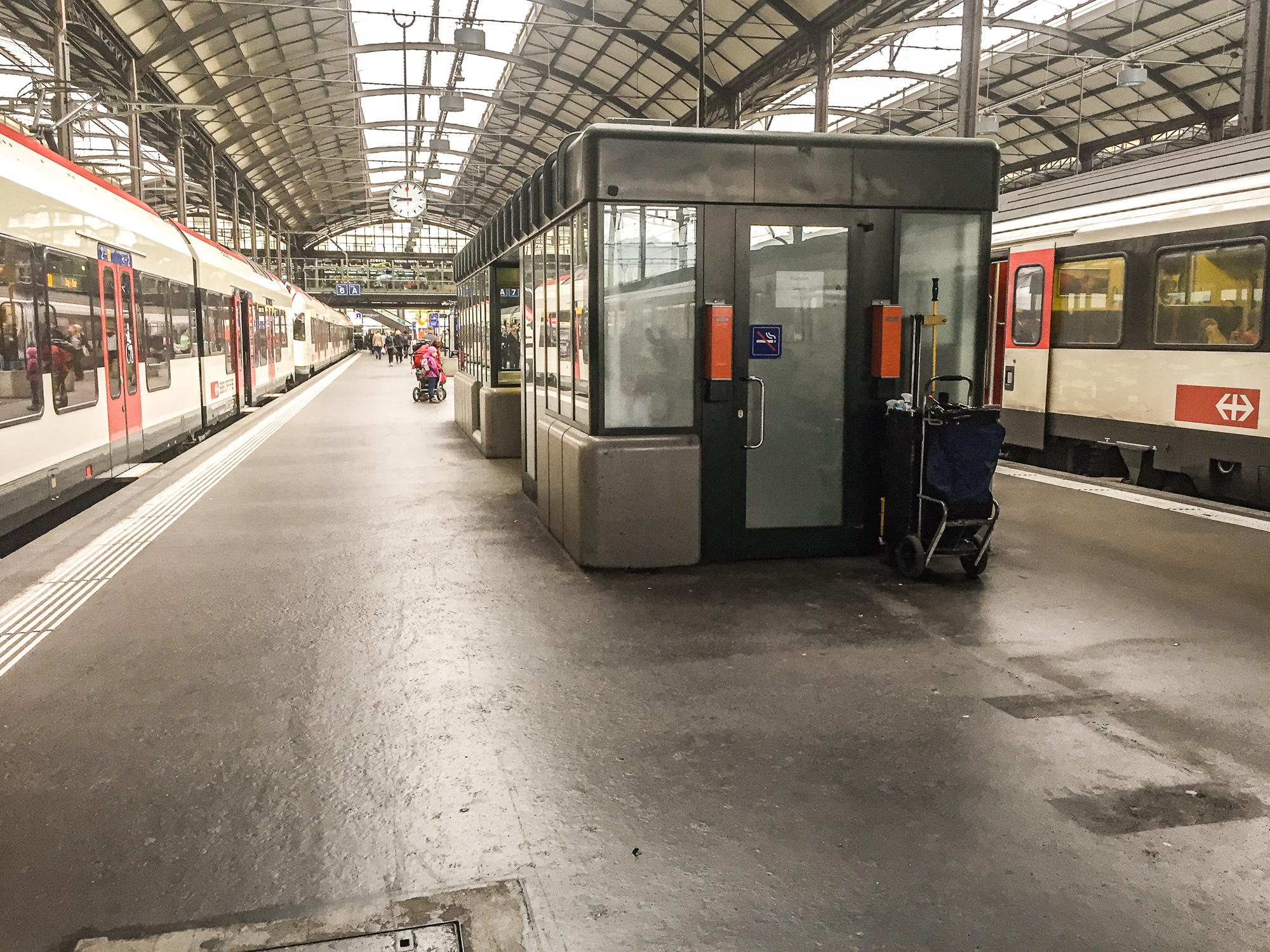 «Die Abklärungen laufen»: Die SBB prüfen, das kleine Gebäude zwischen Gleis 6 und 7 teilweise in einen Take-Away zu verwandeln.