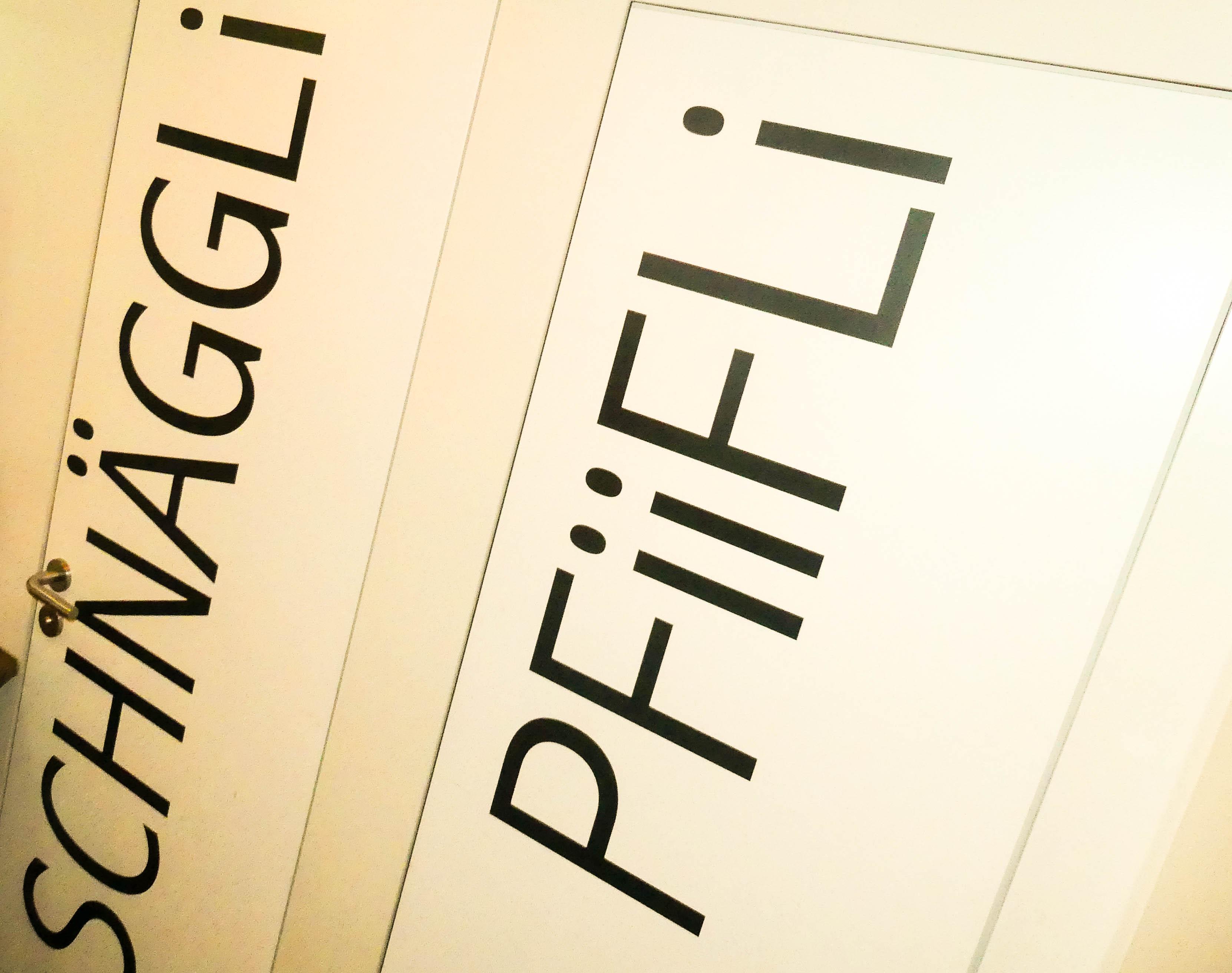 Die Damen verkriechen sich im «Schnäggli», die Herren lassen sich im «Filou & Bengel» von ihrem «Pfiifli» treiben.