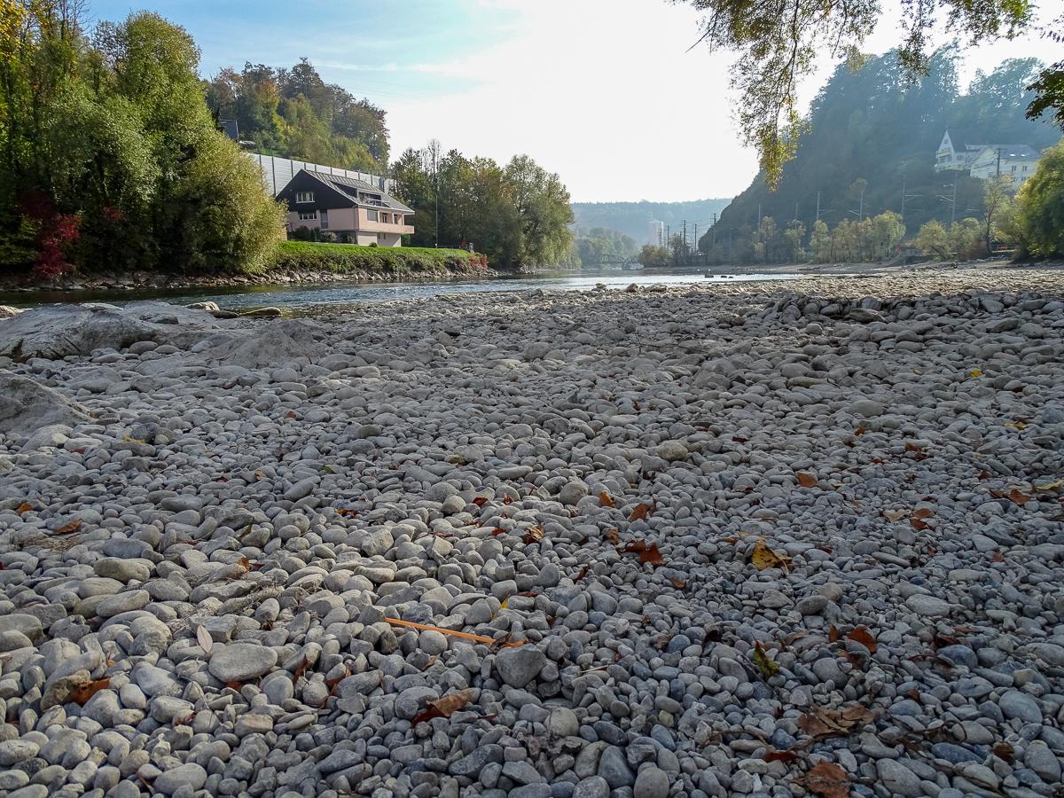 Lauter Steine, wo sonst Wasser die Reuss hinunterfliesst.