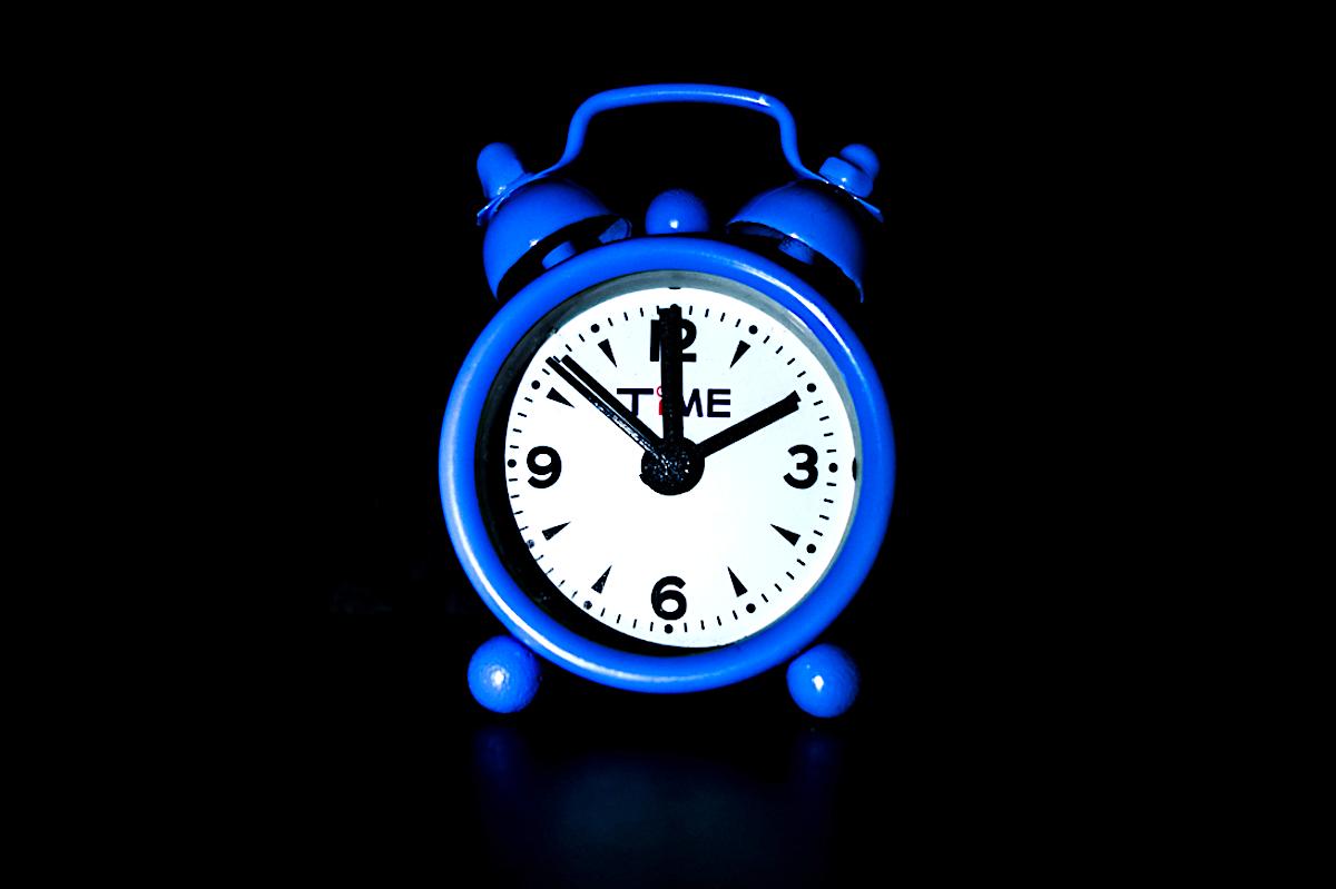 Am Sonntag wird die Uhr auf die Winterzeit umgestellt. Das zeitigt verschiedene Reaktionen unter befragten Zugern.