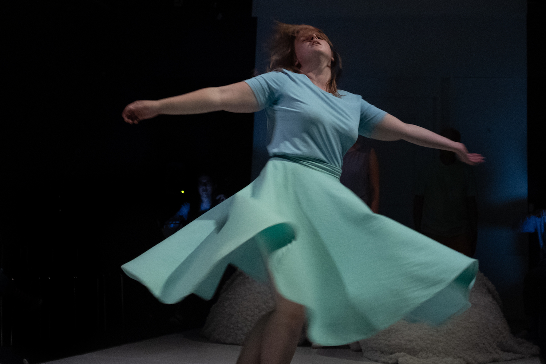 Michelle Blum schwebt alsWirbelwind Zedka gerade auf einem Medikamententrip.
