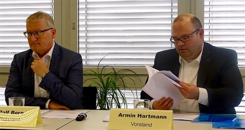 Rolf Born (links) und Armin Hartmann sind mit der Vorlage der Regierung zufrieden.