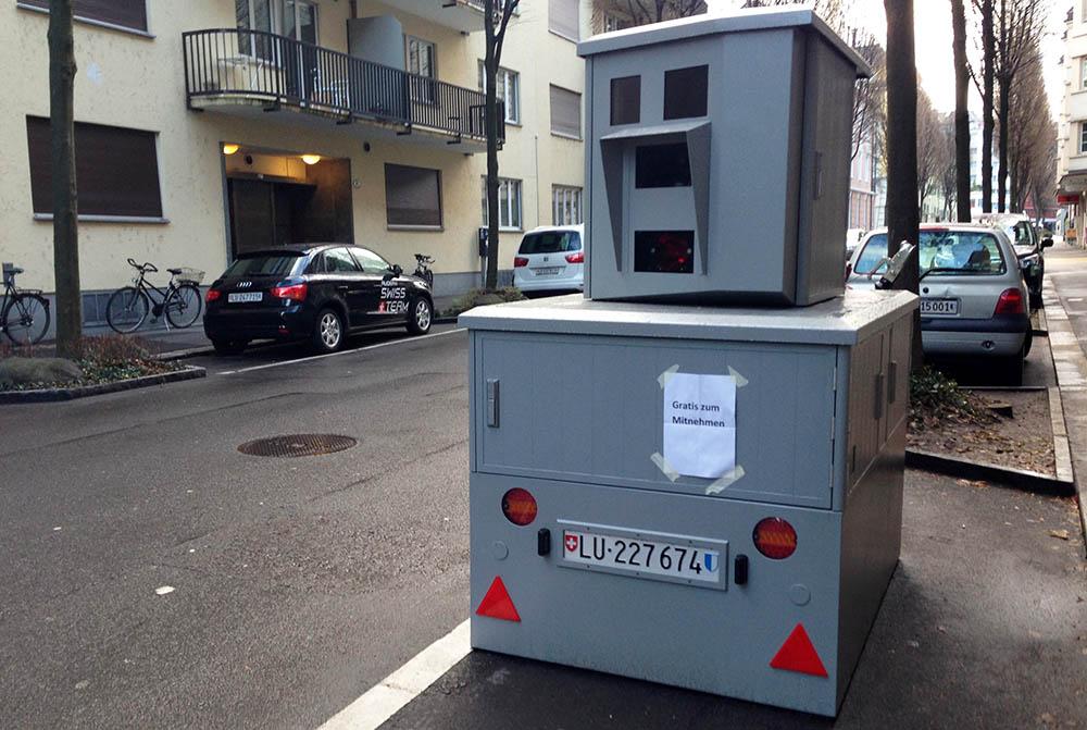 Eine «Geldmaschine»: Eines der modernen semistationären Radargeräte. Der Kanton Zug hat das gleiche Modell.