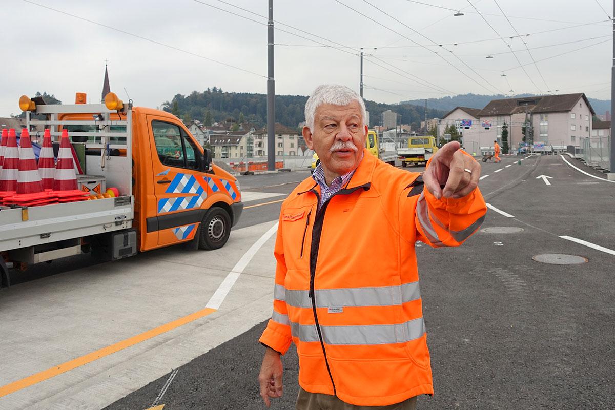 Hans Ruedi Ramseier hat den Überblick: Der Seetalplatz-Gesamtprojektleiter auf der neuen Unteren Zollhausbrücke, die bald für den Verkehr freigegeben wird. (Bild: jwy)