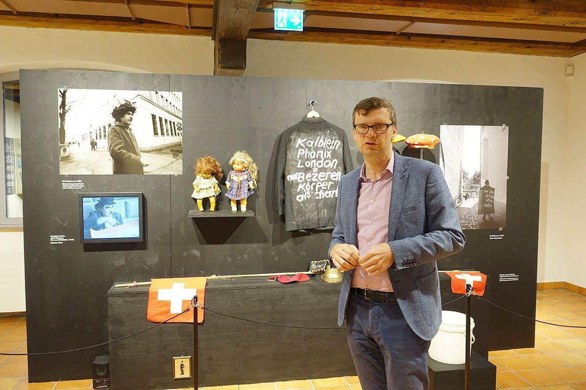 Kurator Christoph Lichtin im Historischen Museum.