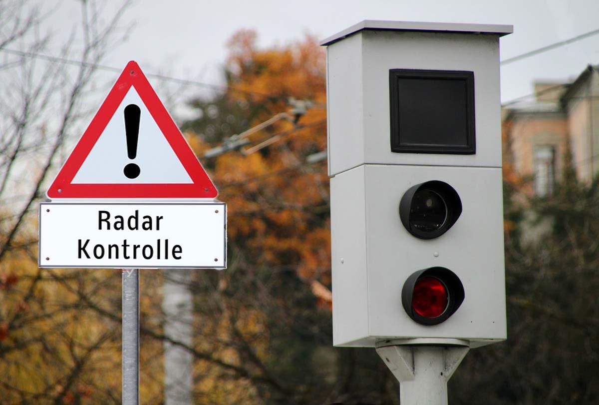 Solche oder ähnliche fixen Radaranlagen gibt es jetzt nicht mehr im Kanton Zug.
