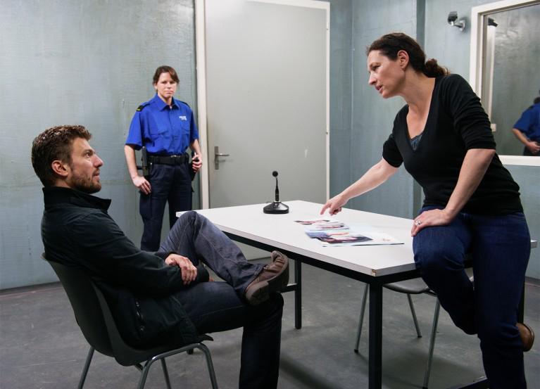 Im sechsten Luzerner Tatort «Zwischen zwei Welten» war auch Hans-Caspar Gattiker, von 2009-2016 im Ensemble des Luzerner Theaters, zu sehen. (Foto: Daniel Winkler/SRF)