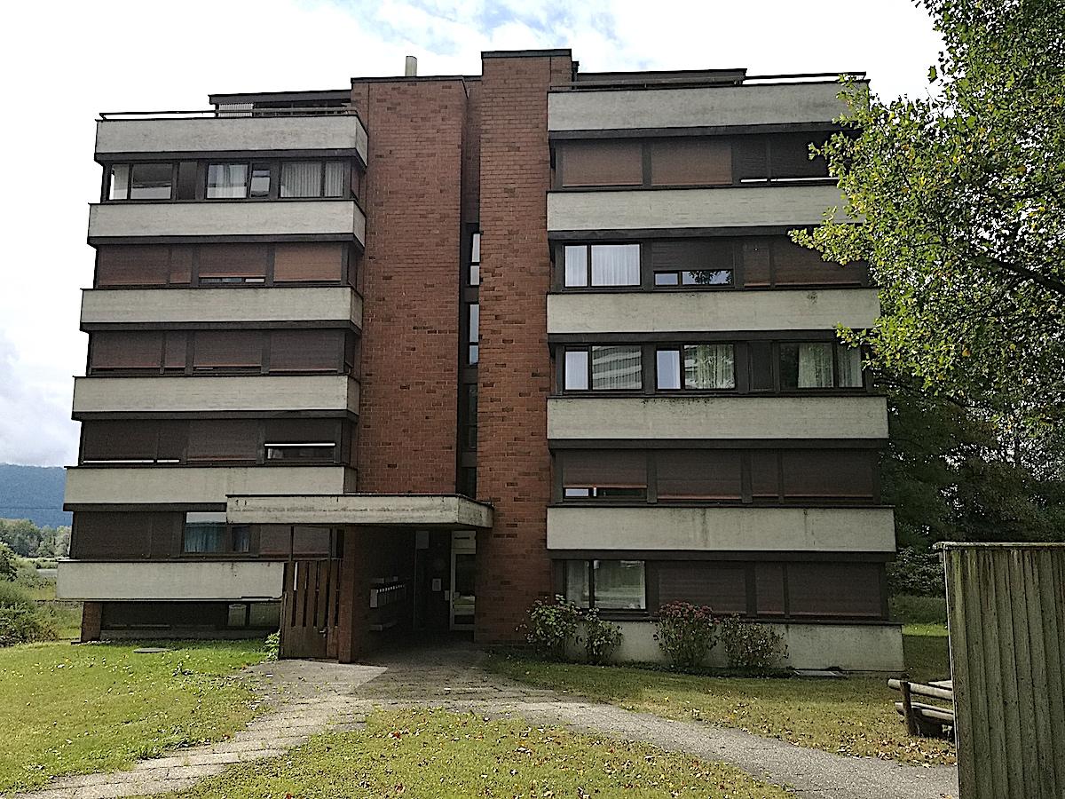 Das Haus Alpenblick 8 ist eigentlich ein «Stummelbau» im Verhältnis zu seinen viel grösseren Nachbarn – der Besitzer will es abreissen lassen anstatt zu sanieren.
