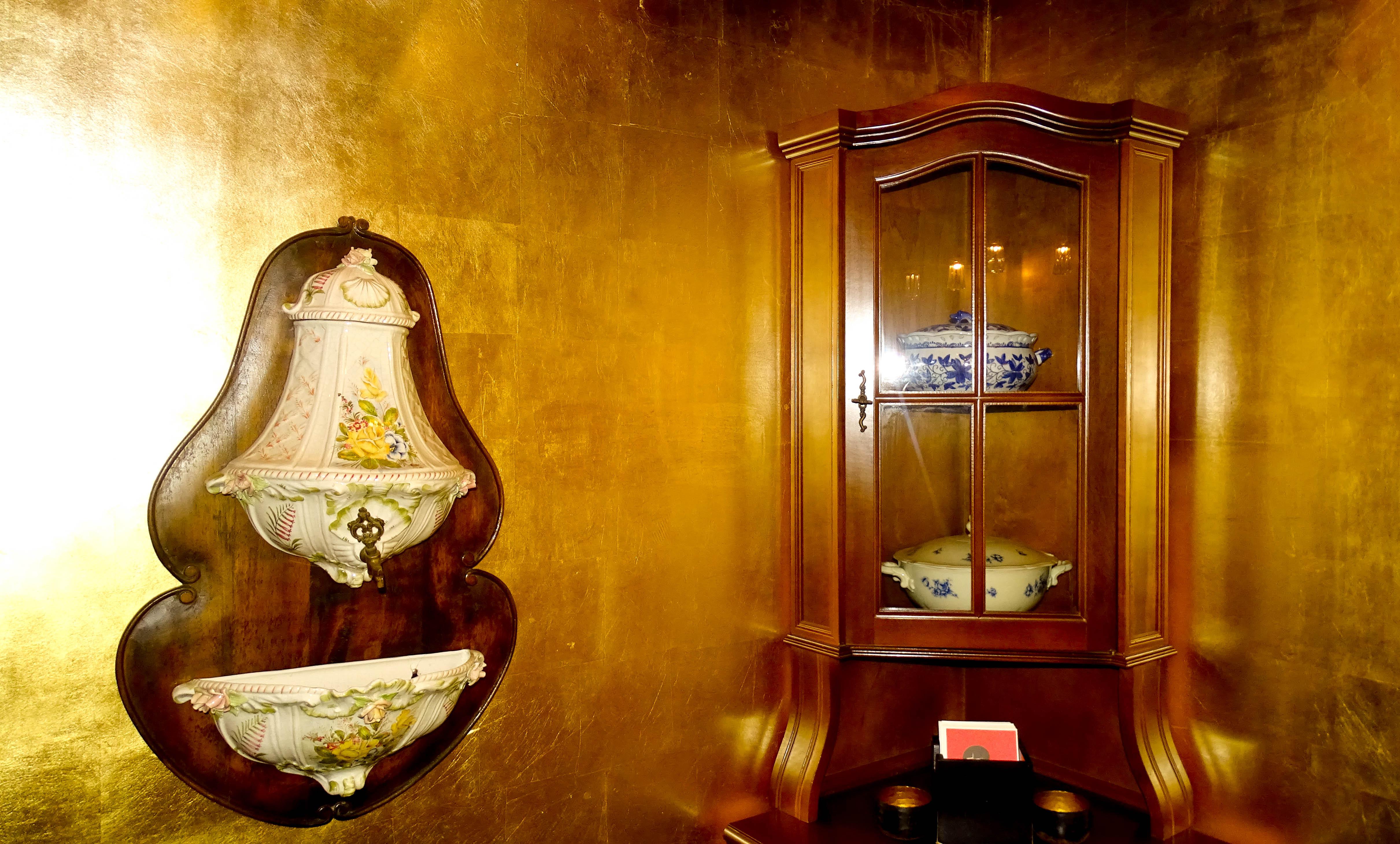 Sieht nicht aus wie auf einer Toilette, oder? Das stille Örtchen im Restaurant Felsenegg mit viel Liebe zum Detail.
