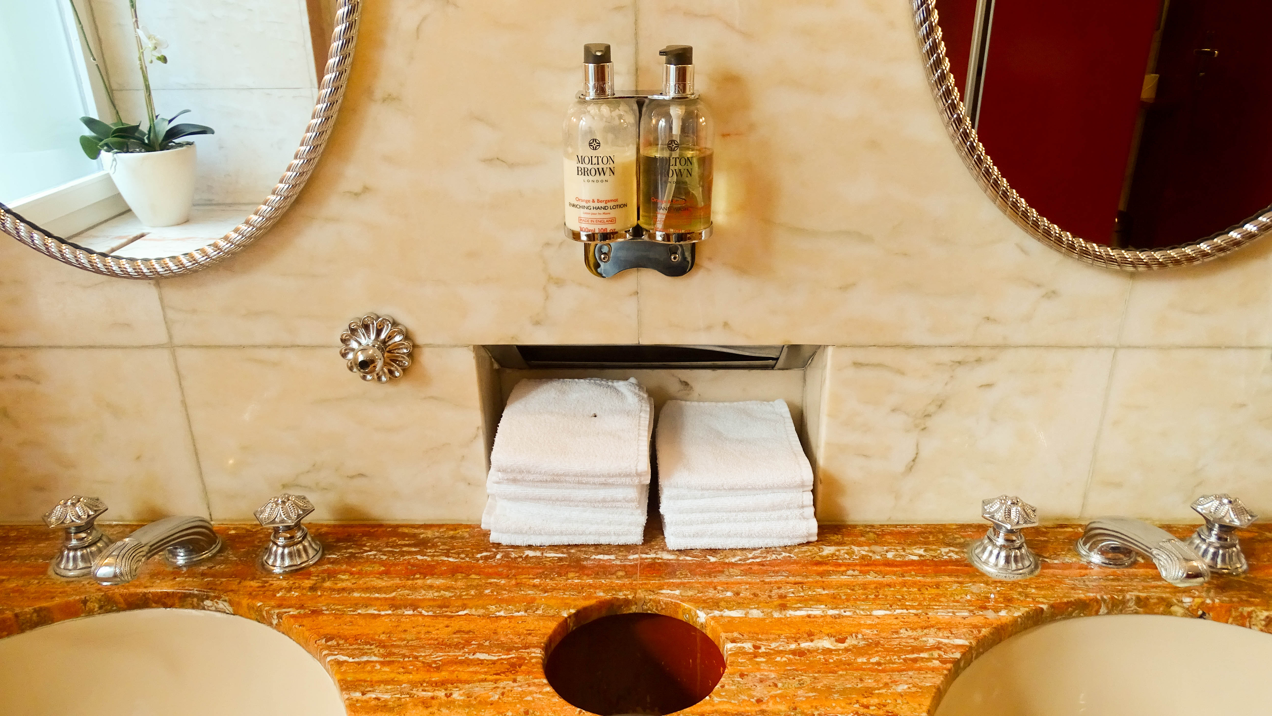 Für jeden Gast gibt es im «Café Bar César» ein neues Tuch.
