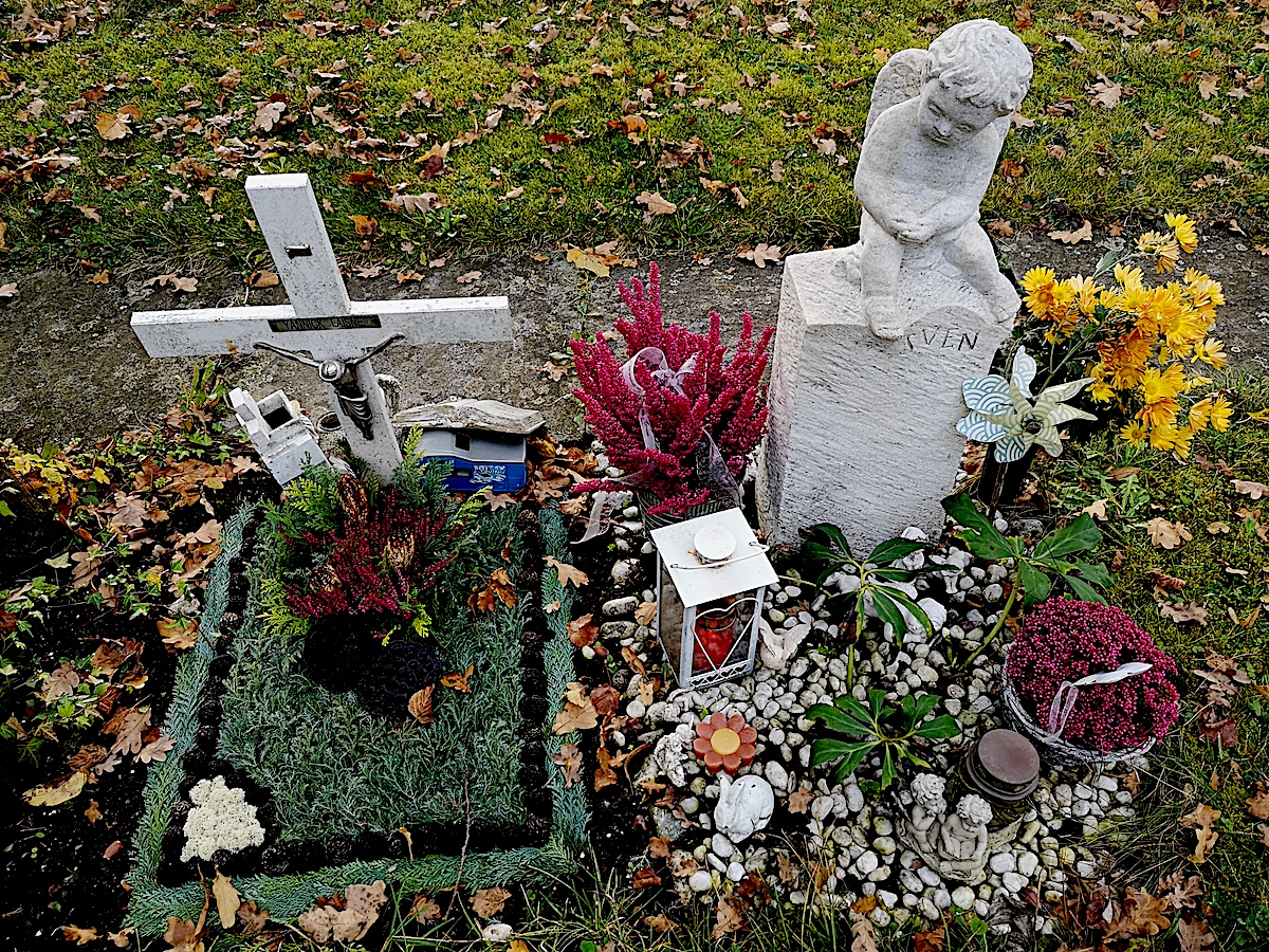 Besonders tragisch ist es, wenn Kinder sterben: Die Kindergräber auf dem Friedhof Erli.