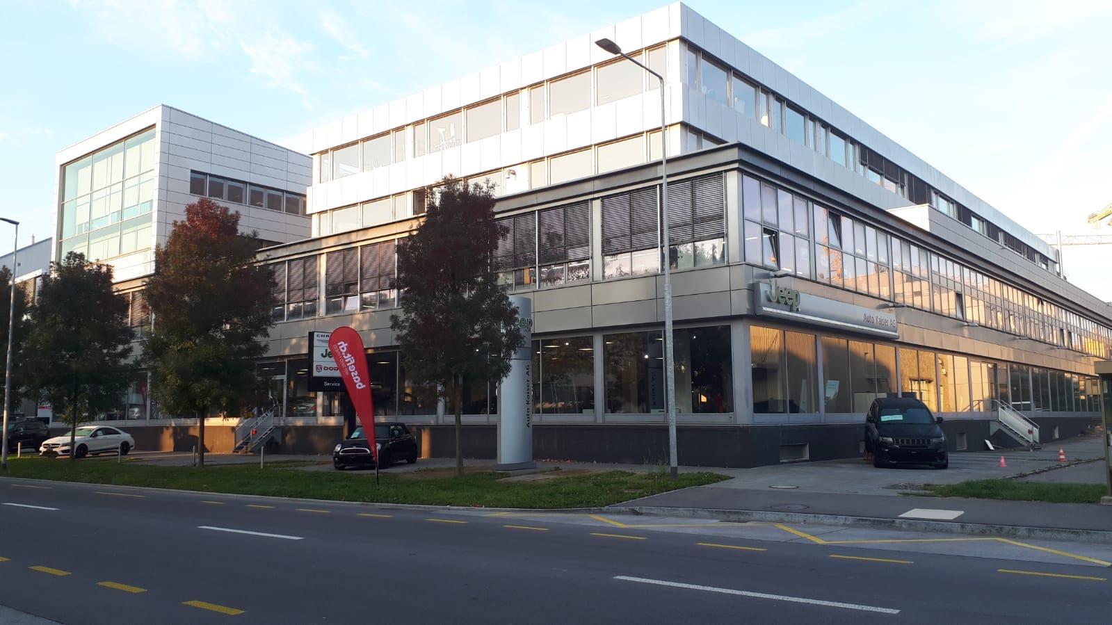 Grosse Fläche: Fürs Erdgeschoss von Auto Kaiser in Cham sucht der Zuger Autokönig Pierre Sudan neue Mieter.