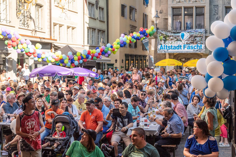 Dieses Bild gehört der Vergangenheit an: Gute Stimmung auf dem Hirschenplatz am diesjährigen Altstadtfest.