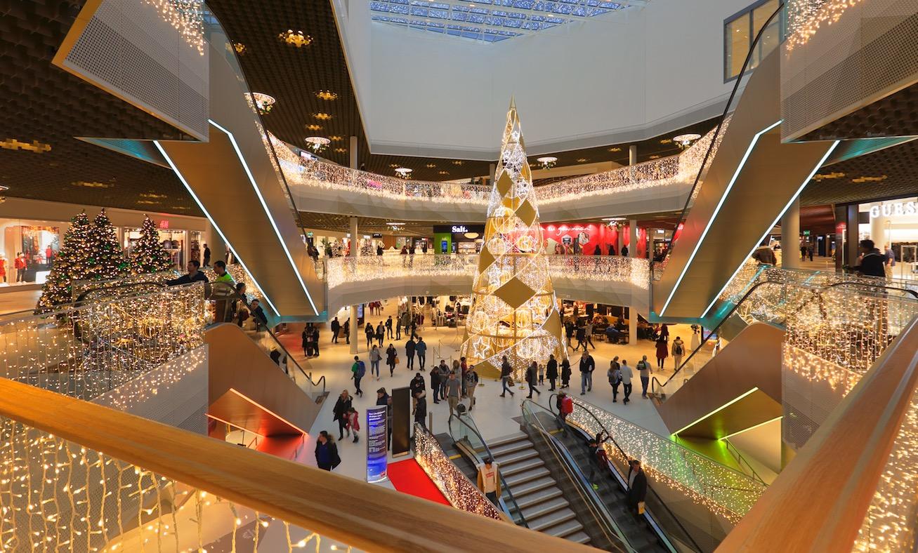 Die Mall of Switzerland präsentierte sich im Advent weihnachtlich.