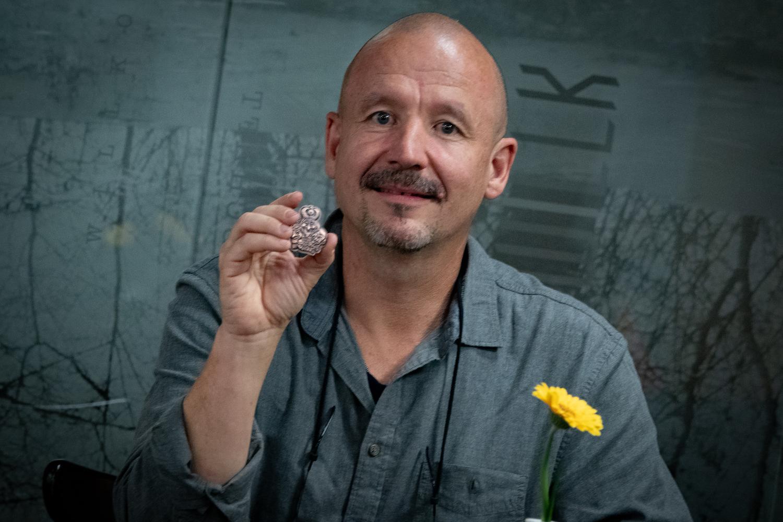 Rolf Uhlmann hat die neue Fasnachtsplakette entworfen.