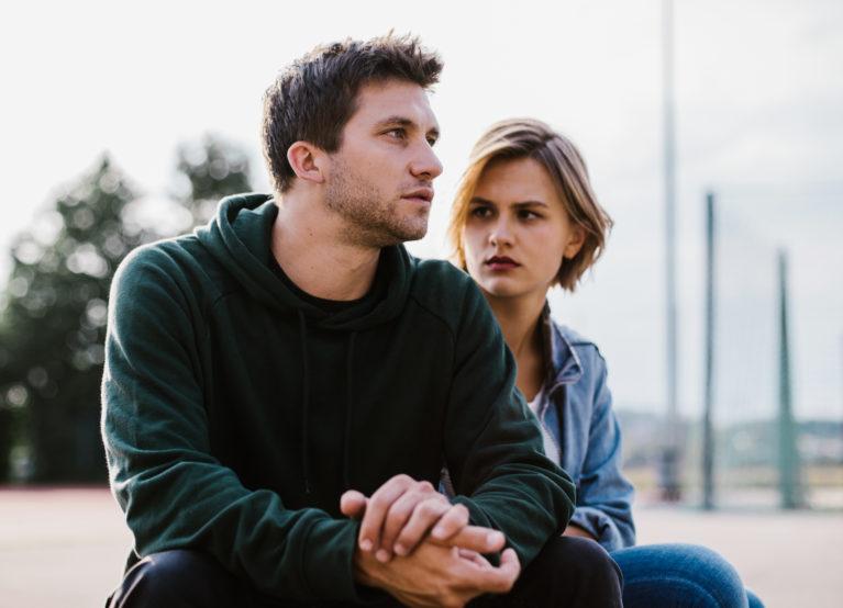Die beiden Schauspieler stehen in der ersten und zweiten Staffel der Serie «Nr. 47» im Zentrum: Gabriel Noah Maurer als Dominic und Elsa Langnäse als Eveline. (Bild: SRF/Naomi Salome)