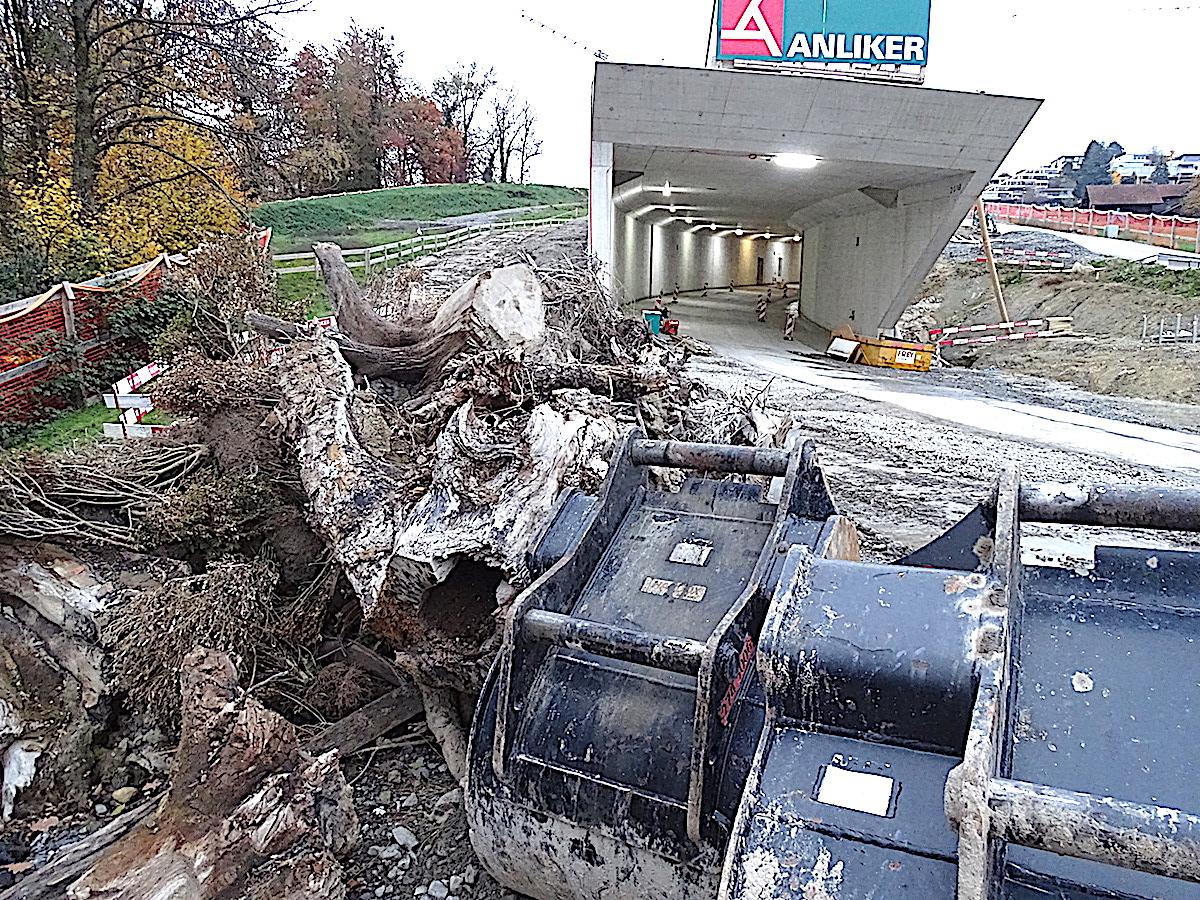 Wie ein riesiger Schlund wirkt das Südportal des Geissbüel-Tunnels an der Tangente.