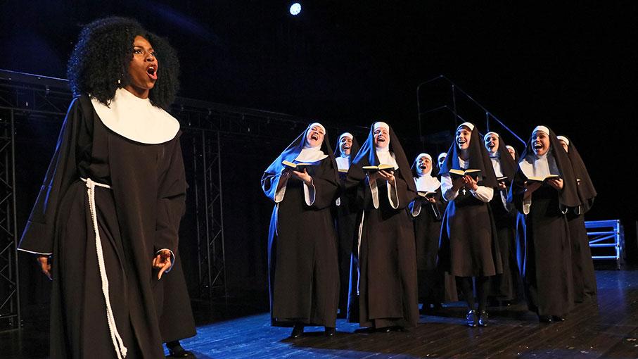 Der Kloster-Nonnenchor braucht dringende Nachhilfe…