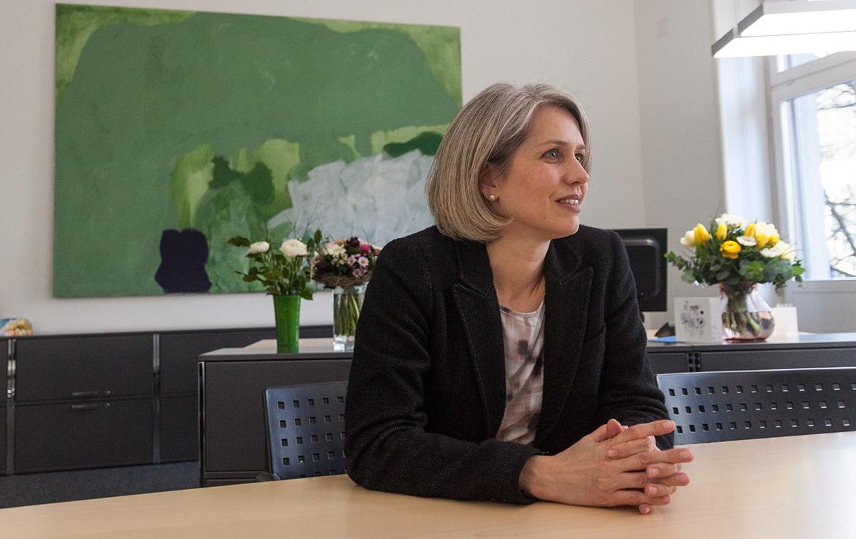 Stadträtin Franziska Bitzi Staub in ihrem neu eingerichteten Büro im Stadthaus.