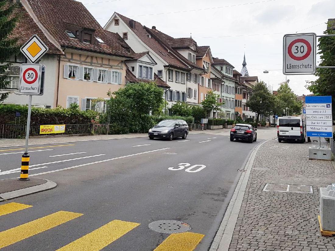 Tempo 30: Nicht nur auf der Grabenstrasse, sondern rund um den Kolinplatz will der Kanton in der Zuger Altstadt diese Geschwindigkeitsbeschränkung einführen. Doch jetzt gibt's Widerstand.
