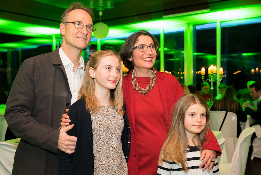 Manuela Weichelt mit ihrem Ehemann Arnim Picard und den Töchtern Rezia (links) und Lina (rechts)