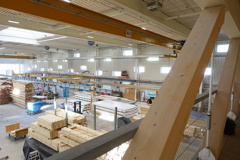 Damit verdient die Firma ihre Brötchen: Holzverarbeitung bei Schaerholzbau.