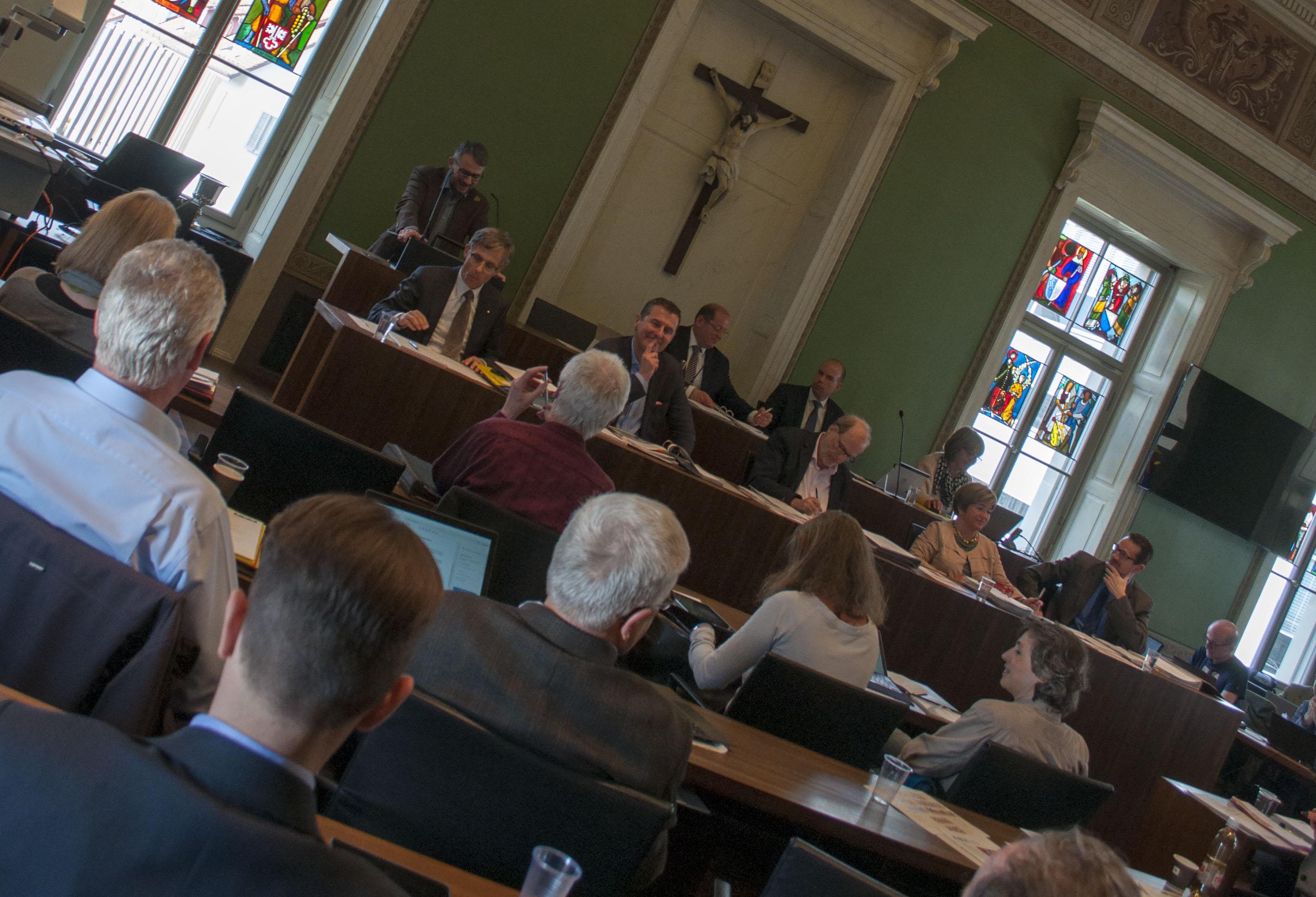 Manchmal hängt im Grossen Gemeinderat der Stadt Zug der Haussegen schief: Es ist nun zu erwarten, dass die bürgerlichen Ansprüche an den mehrheitlich bürgerlichen Stadtrat steigen.