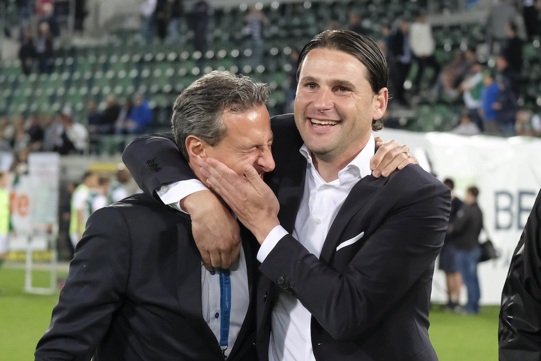 Können ihr Glück kaum fassen: FCL-Trainer Gerardo Seoane herzt Club-Präsident Philipp Studhalter nach dem Sieg in St. Gallen.