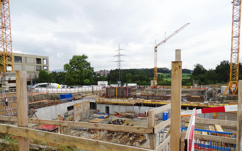 Emsiges Treiben auf der OYM-Baustelle, immer mit dem grossen Ziel Eröffnung Anfang 2020 vor den Augen.