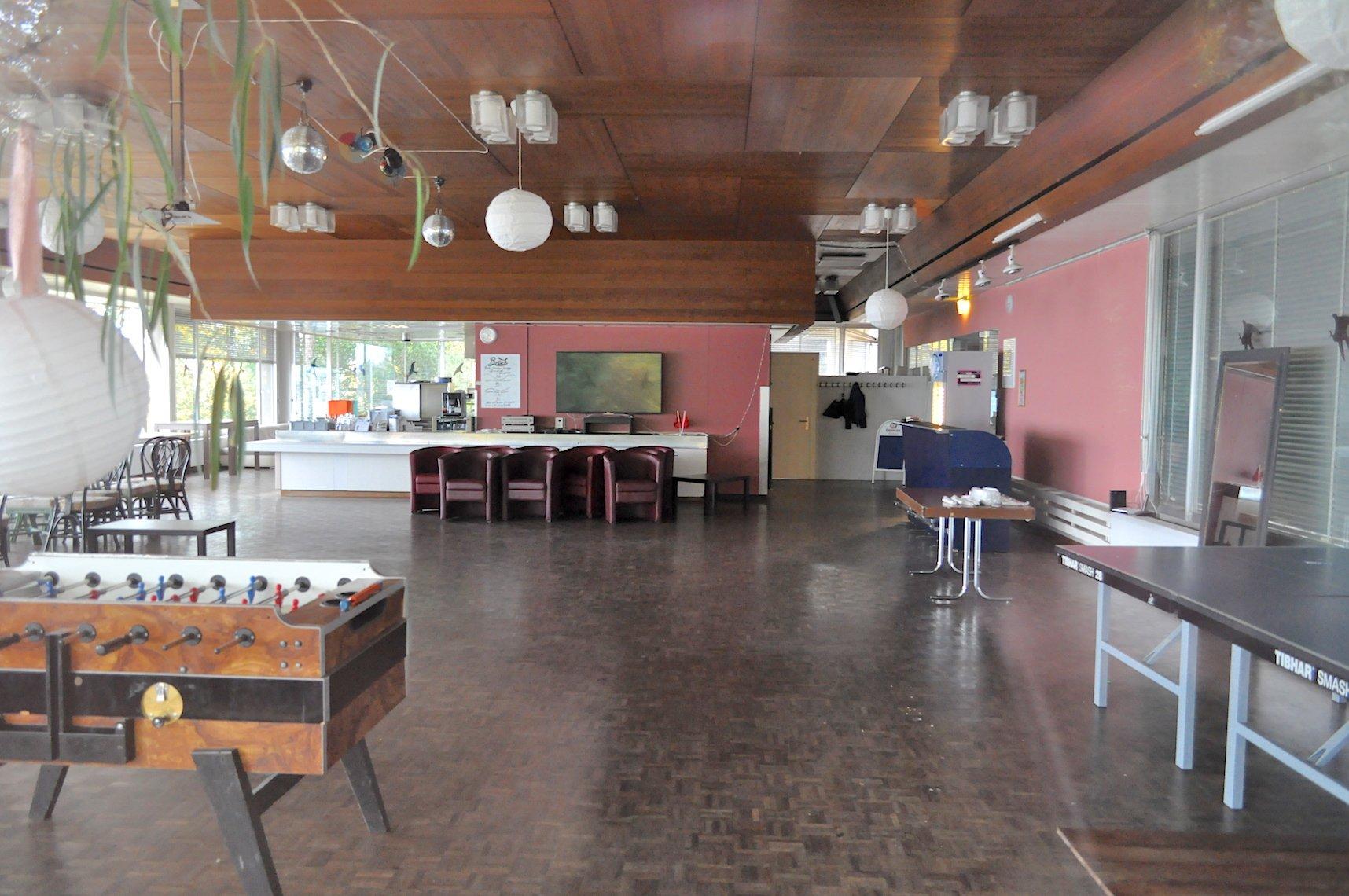 Altes Kantonsspital Zug, Terrasse des früheren Personalrestaurants.