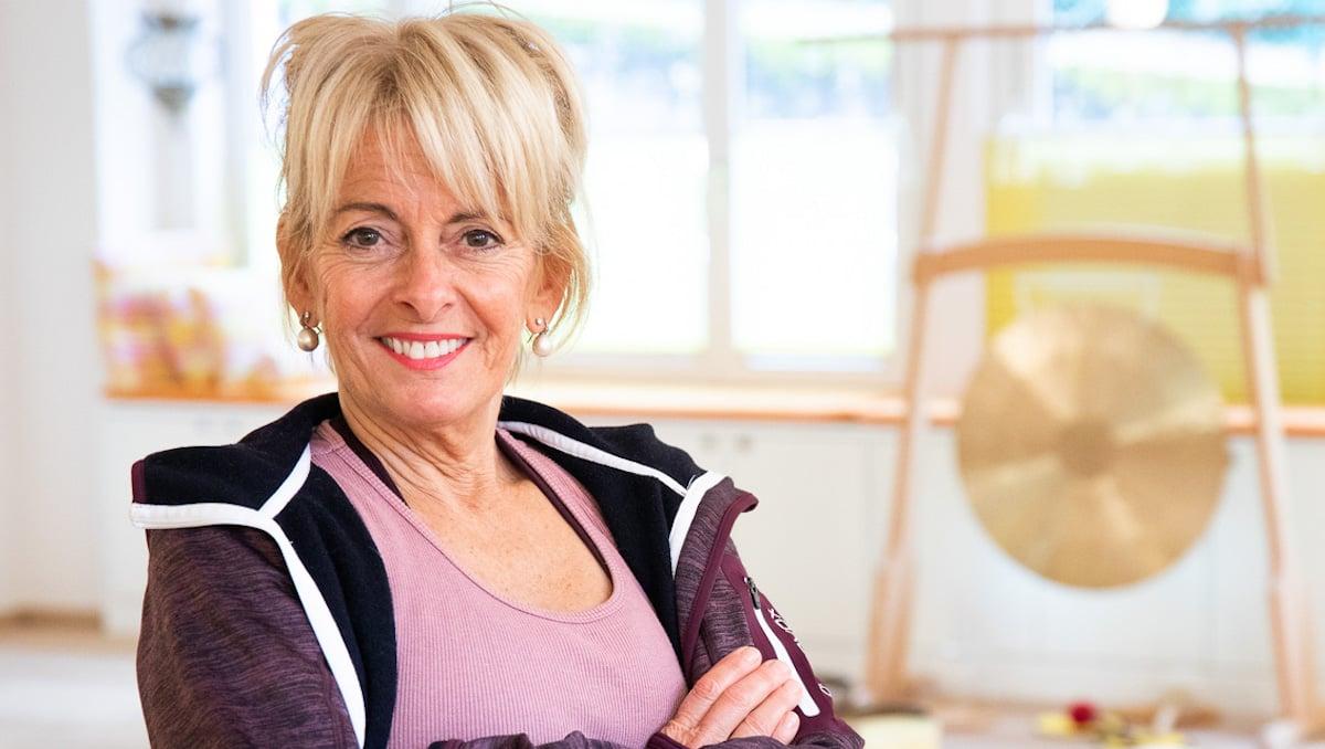 Yogameisterin: Anita Süess (60).