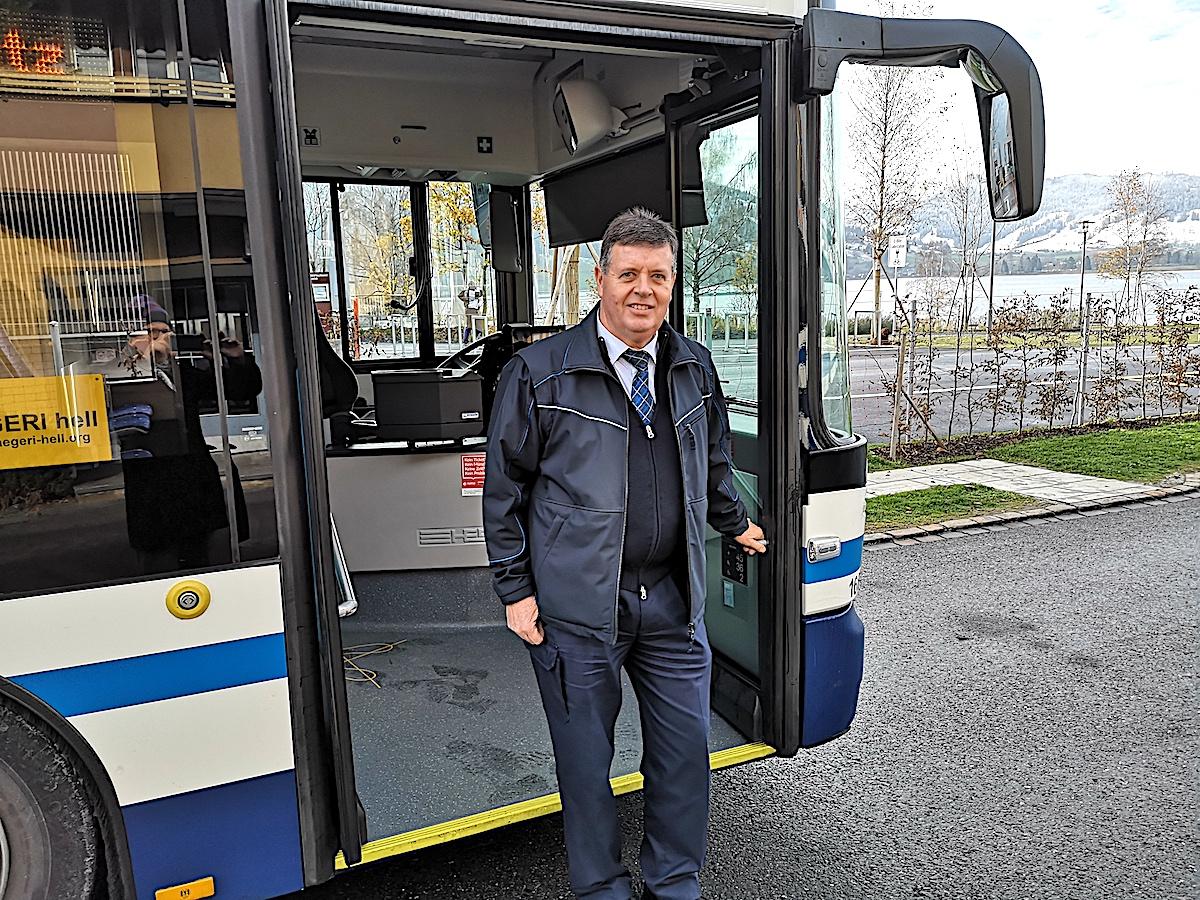 Sepp Nussbaumer fährt auch an Heilgabend Bus: Er mag die vielen Lichter und die festliche Stimmung.
