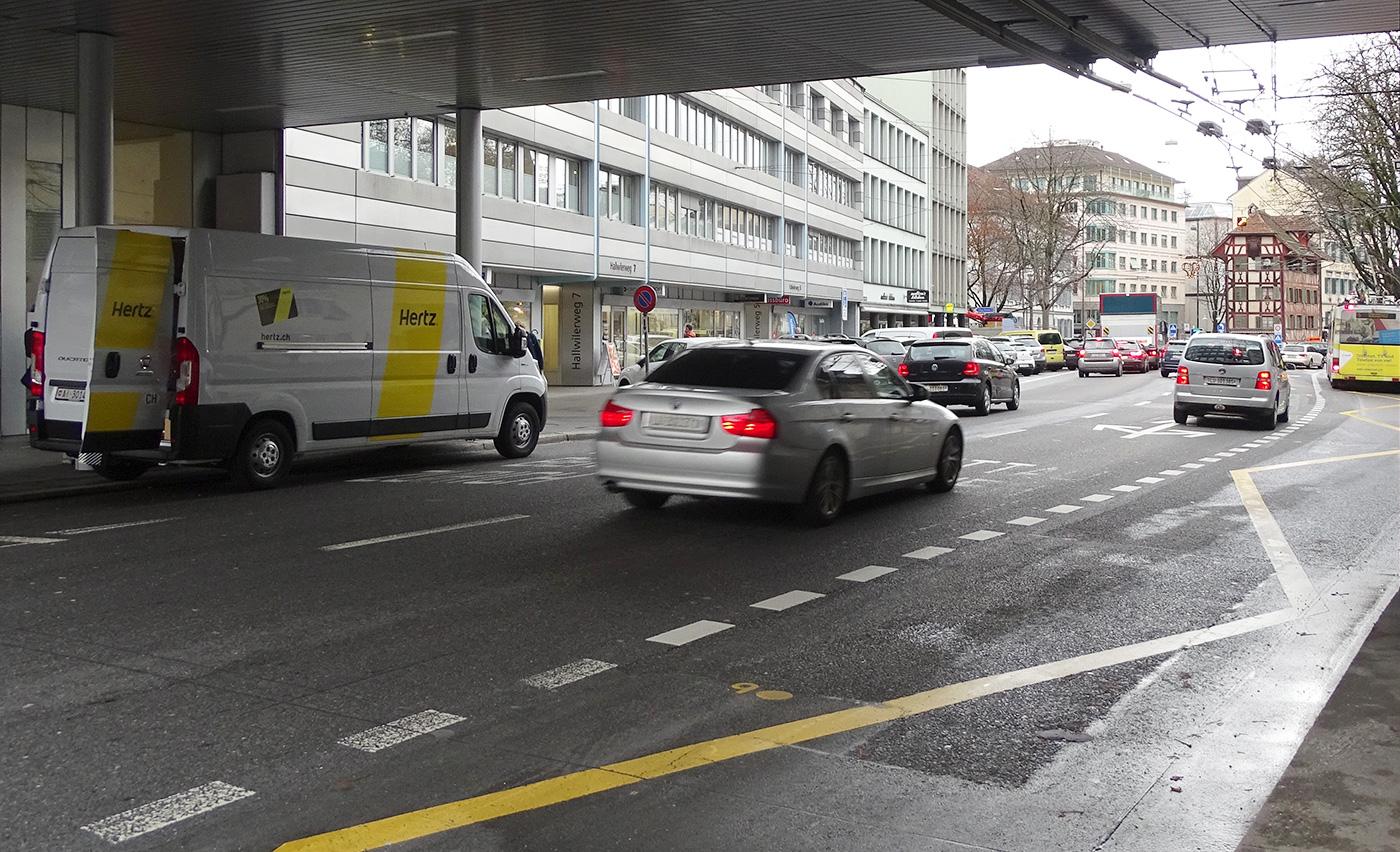 Wo heute auf der Obergrundstrasse noch der Verkehr rauscht, könnte es eine Flanierzone geben.