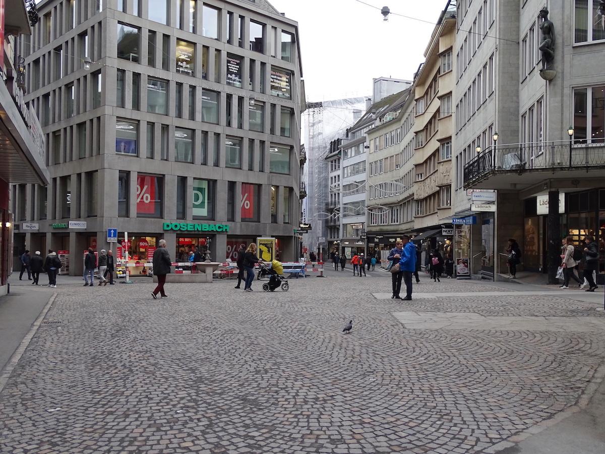 Der Falkenplatz ist neu gepflästert.