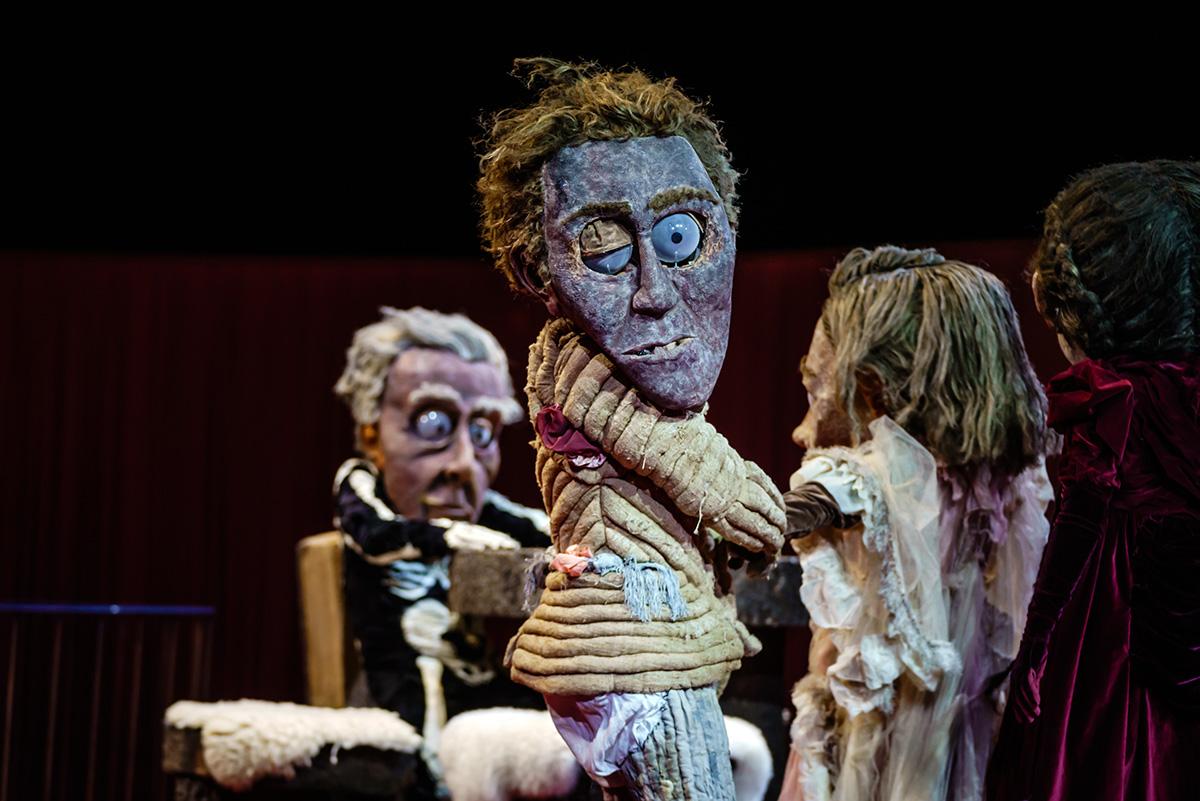 Maskenbildnerin Pia Greven hat tolle Arbeit geleistet. Nathanael und seine Eltern im Hintergrund.